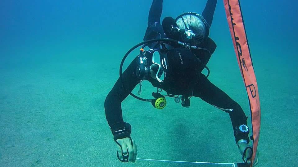 Delayed Surface Marker Buoy DSMB diver